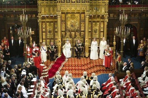 Елизавета II сообщила, что референдум о выходе Британии из ЕС пройдет до конца 2017 года