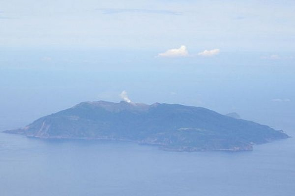 В Японии из-за извержения вулкана эвакуируют жителей острова Кутиноэрабу