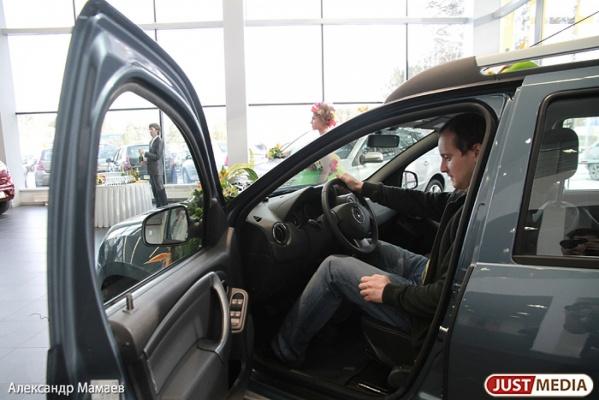 Продажи автомобилей в Екатеринбурге по сравнению с прошлым годом упали в два раза