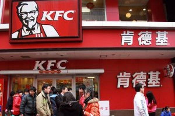 KFC подала в суд на три компании в Китае за распространение слухов о восьминогих курицах