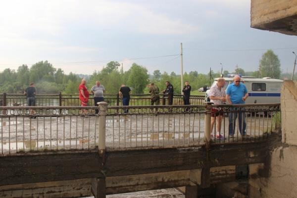 Первоуралькие полицейские установлили личности погибших у Сажинского моста двоих человек