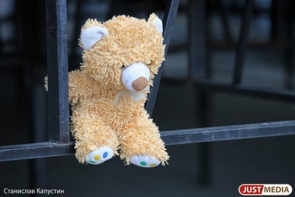 Житель Екатеринбурга попросил полицейских временно забрать у него трех маленьких детей
