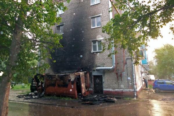 Из-за пожара на Черняховского спасателям пришлось эвакуировать жильцов многоэтажки