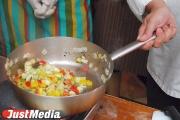 Свыше ста сотрудников пищеблоков отстранены от работы в свердловских детских лагерях