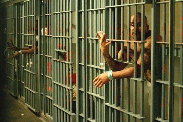 10 заключенных пострадали во время массовой драки в Центральной тюрьме Лос-Анджелеса