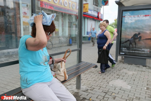 Возле Главпочтамта пенсионерка выпала из маршрутки