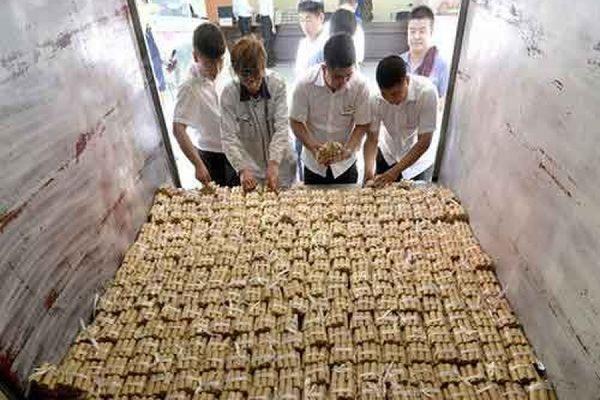 Житель китайского города Шэньян расплатился за машину четырьмя тоннами монет