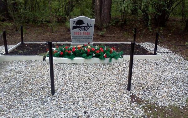 «Обыкновенная могила»! Жителей Екатеринбурга возмутил мемориал героям Великой отечественной войны, установленный единороссами