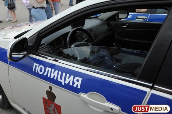 Водитель грузовика устроил драку с инспектором ДПС и попытался сбежать от полицейских на своей фуре