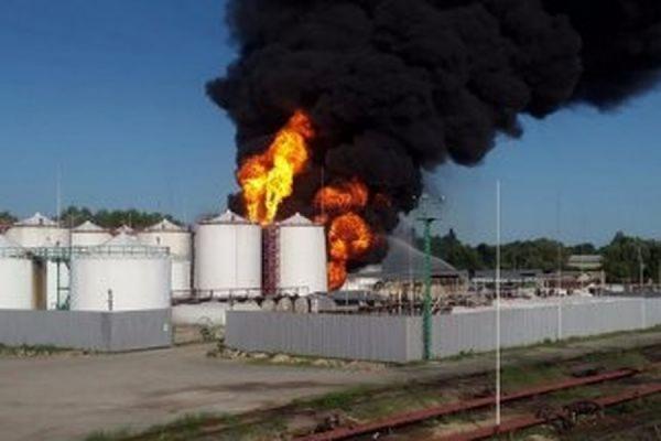По факту пожара на нефтебазе под Киевом возбуждено уголовное дело