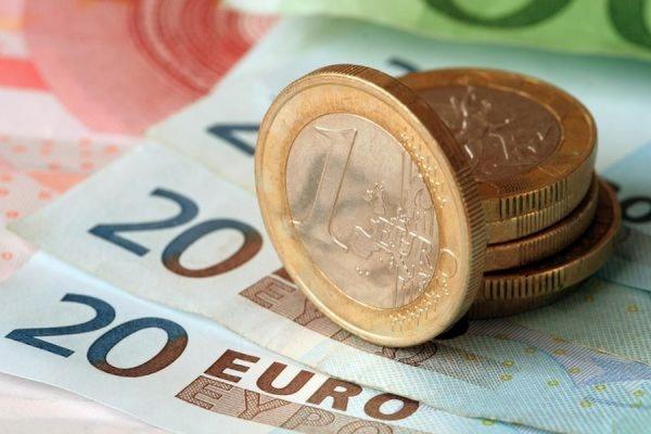Официальный курс евро вырос превысил 63 рубля