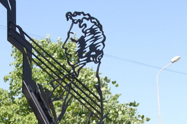 В Каменске-Уральском появился пятиметровый памятник поэзии Пушкина