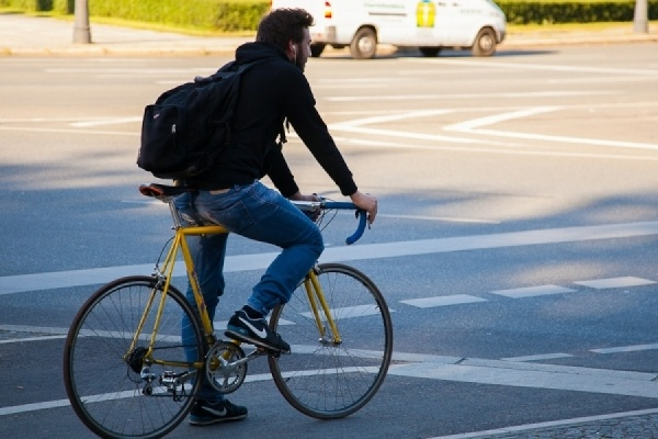 Милонов предложил запретить езду без прав на велосипедах