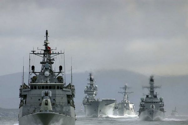 Российский самолет пролетел на высоте 150 метров над кораблями НАТО в Балтийском море