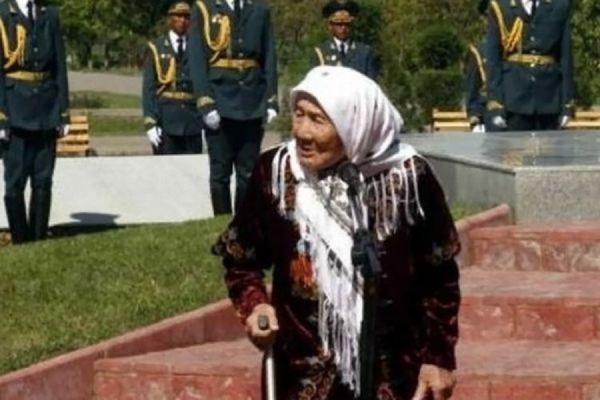 В Киргизии умерла Токтогон Алтыбасарова, усыновившая 150 детей из блокадного Ленинграда