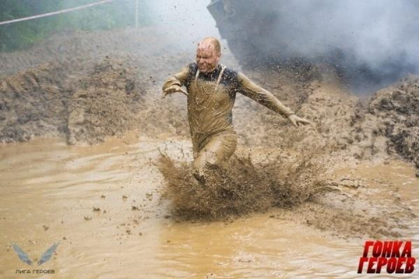 В минувшие выходные свердловские випы оказались по уши в грязи