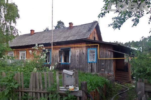 В горящем деревянном доме на Московском тракте погибла женщина