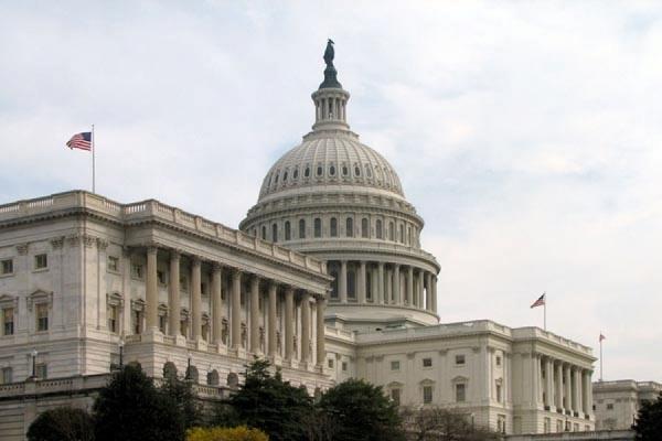 Сенат США принял законопроект о военной помощи Киеву