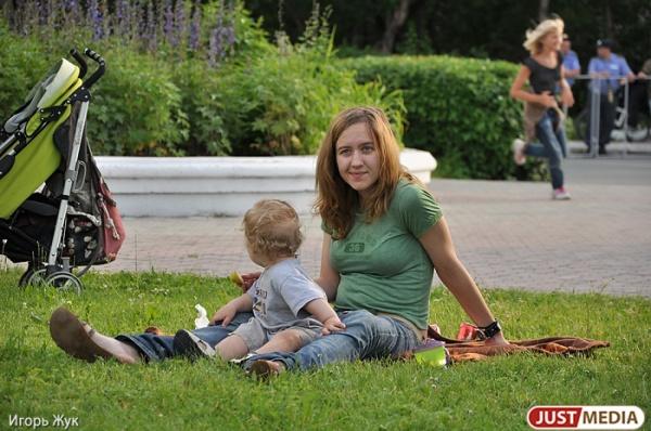 Сто будущих мам Екатеринбурга станут арт-объектами