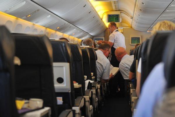 Самолет Иркутск-Москва экстренно сел в Челябинске из-за неадекватной пассажирки