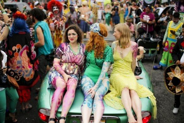 Более трех тысяч человек приняли участие в нью-йоркском параде русалок