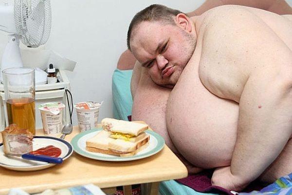 В Великобритании скончался самый толстый мужчина страны, весивший более 400 кг