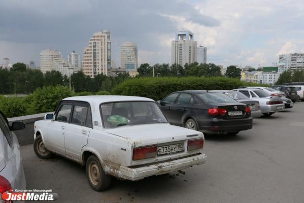 Полиция Екатеринбурга задержала подростка, поджигавшего автомобили