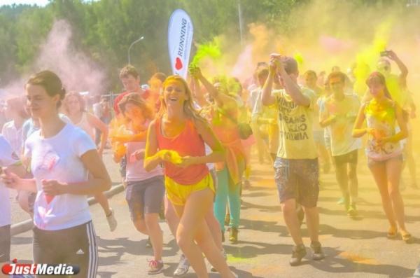 Первый красочный забег в Екатеринбурге собрал около 500 человек