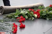 В день памяти и скорби Якоб возложил цветы к Вечному огню на Широкореченском мемориале