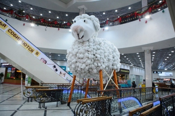 Новогоднюю овцу из «Гринвича» превратят во flugtag и отправят на чемпионат Red Bull в Москву