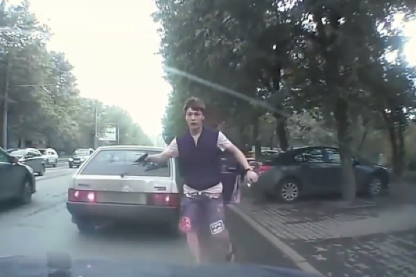 По делу хулигана Новоселова о нападении на таксиста допросят свидетелей