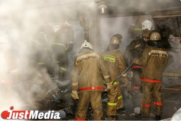 На Серовской ГРЭС горит трансформатор
