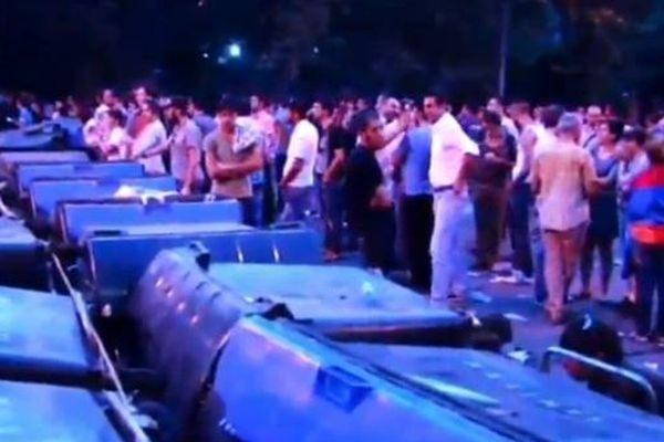 В Ереване продолжаются массовые протесты против повышения тарифов