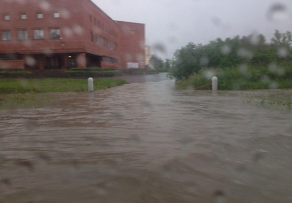 Потоп перезагрузка: улицы Екатеринбурга снова затопило дождевой водой