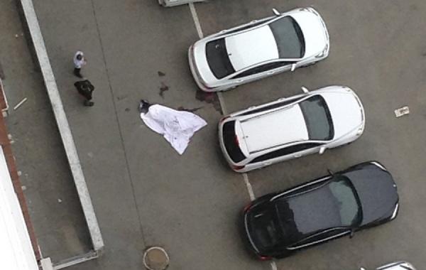 На Уралмаше парень выпрыгнул с  восемнадцатого этажа