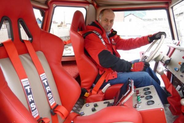 Челябинский Доктор Вий привез в Екатеринбург техноскульптуры из старых авто