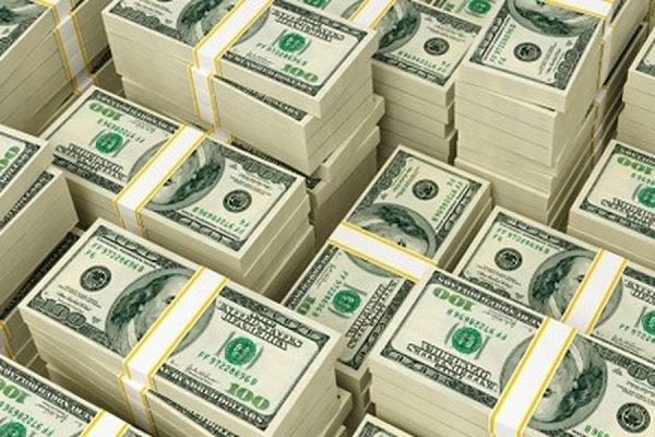 Курс доллара превысил 55 рублей впервые с 15 июня