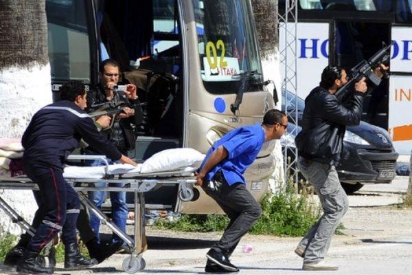 При нападении на два отеля в тунисском городе Сусс погибли минимум семь человек