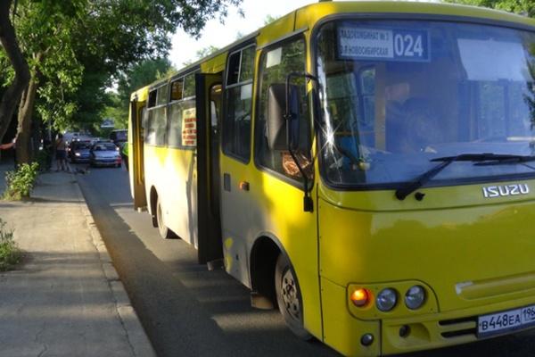 На Вторчермете водитель автобуса насмерть сбил пешехода, который упал на дорогу