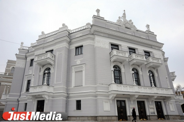 На время ИННОПРОМА оперный театр отдадут под «Красное платье». КНР представит на сцене уникальное шоу