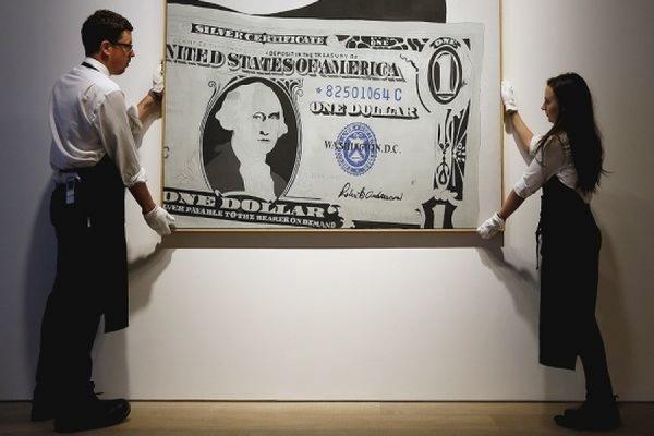 Картина Энди Уорхола «Один доллар» была продана на аукционе Sotheby's за 32,6 млн долларов
