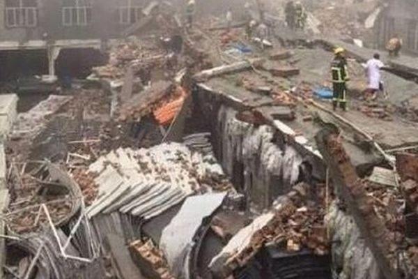 В Китае при обрушении здания обувной фабрики погибли 11 человек