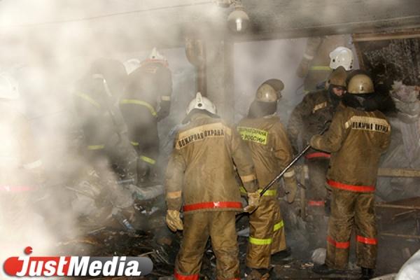 На пожаре в коллективном саду Верх-Исетского района пострадали двое мужчин
