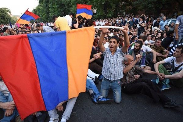 В Ереване полиция разогнала протестующих против повышения тарифов на электроэнергию