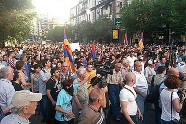Полиция Еревана на проспекте Баграмяна задержала 46 протестующих