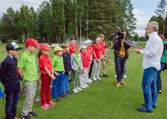 Виктор Христенко намерен предложить Куйвашеву ввести преподавание гольфа в уральских школах