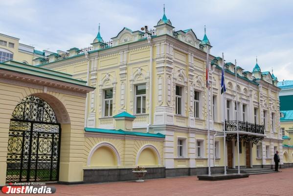 Федеральные СМИ снова сравнивают Куйвашева с Хорошавиным. ОНФ пытается отменить покупку губернатором штор за 700 тысяч рублей