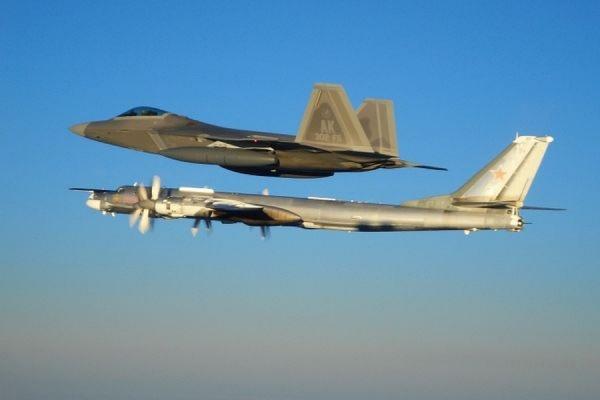 Истребители ВВС США дважды перехватывали российские Ту-95 в День независимости