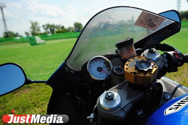 В Екатеринбурге автоледи на «Логане» покалечила в ДТП мотоциклиста