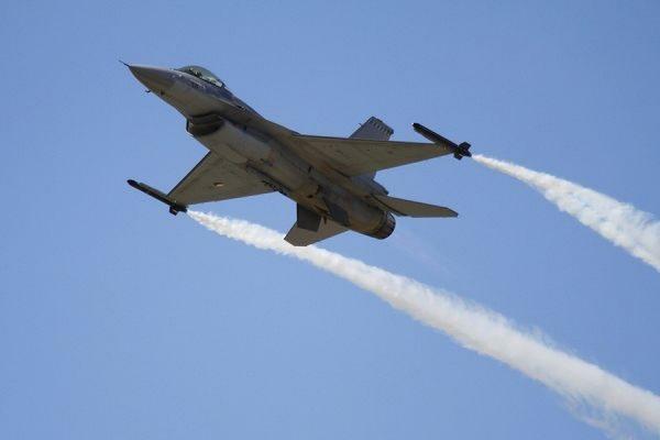 В США истребитель F-16 столкнулся с легкомоторным самолётом Cessna 150